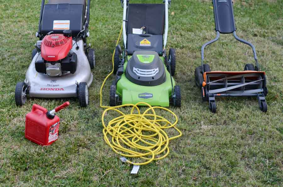 manual lawn mower vs electric