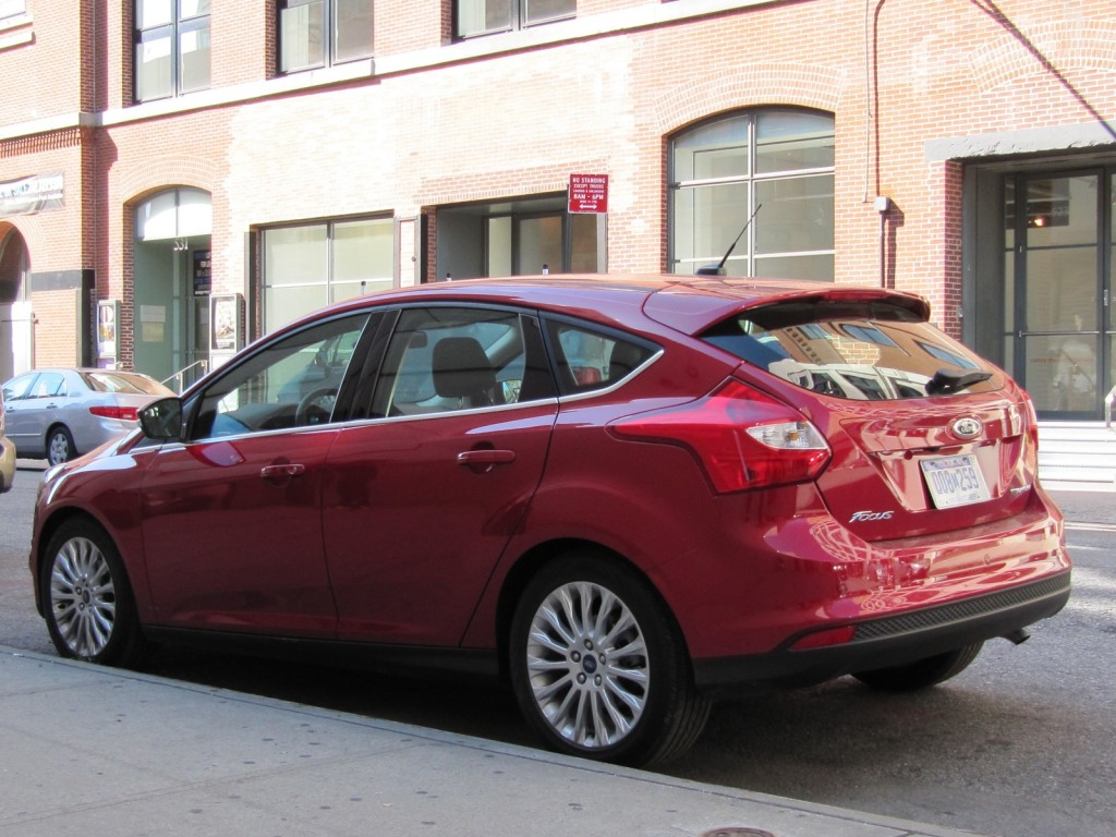 2012 ford focus titanium manual hatchback