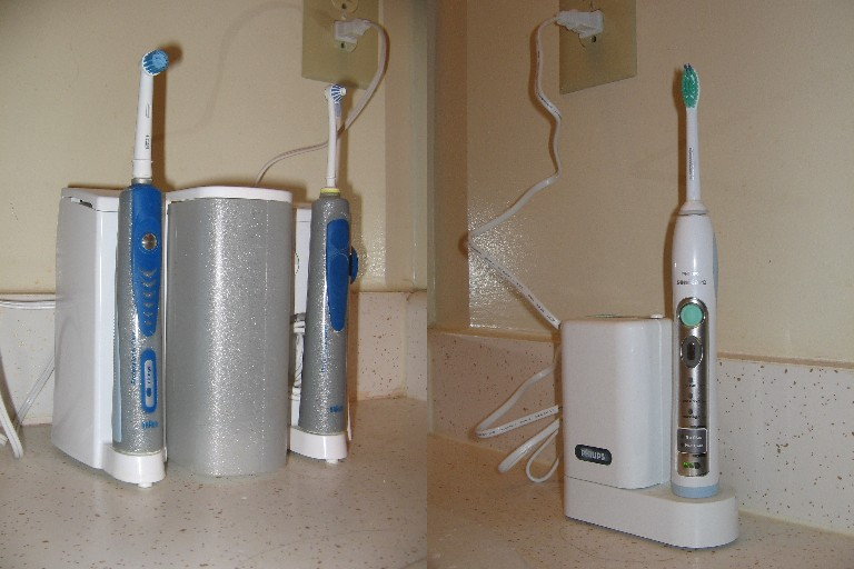 difference between manual and electric toothbrush